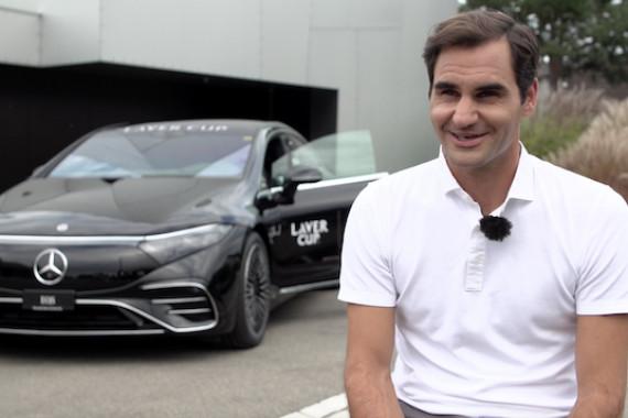 Exklusives Interview mit Tennis-Legende Roger Federer im Vorfeld des Laver Cup 2021 in Boston. Der 20-malige Grand-Slam-Sieger, der aufgrund einer Knie-OP nicht an dem Turnier teilnehmen kann, spricht u.a. über seinen Regenerationsverlauf, die verpasste Chance von Novak Djokovic auf den Gewinn des Gran Slams, und die Entwicklung des Laver Cup.